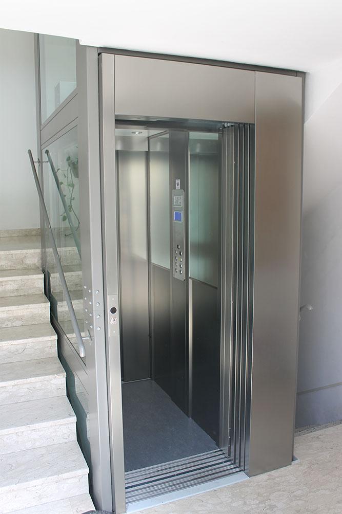 cabina 2 specchi lato pulsantiera